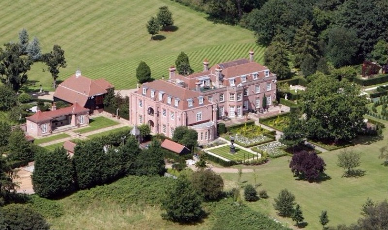 Beckhams sell palace in bid for  £45m luxury London home